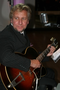 David Rankin as his alter-ego, jazz singer Artie Devlin